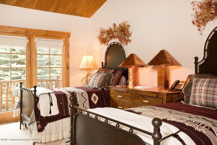 Upper Twins Guest Suite
