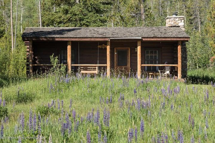 Guest Log Cabin 2