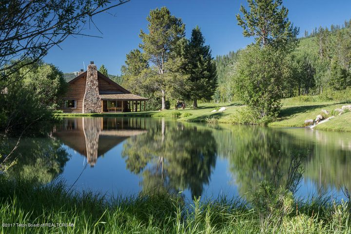 Lodge Reflection