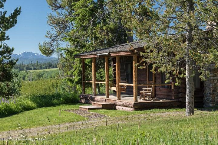 Rustic Log Guest Cabin