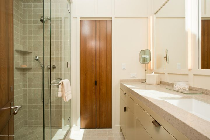 Guest Room Bath 3