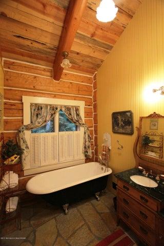 GH North Bathroom 1 300 dpi