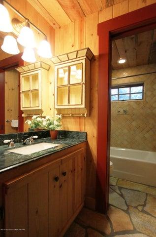 GH South Bathroom 1 300 dpi