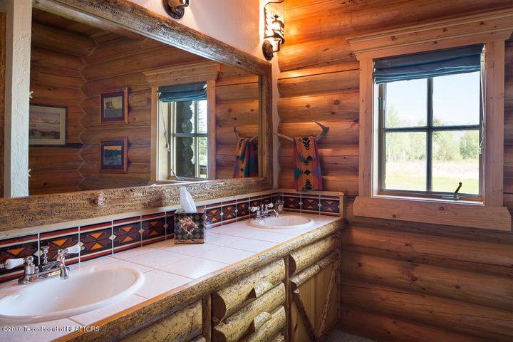 En-suite Guest Bathroom #1