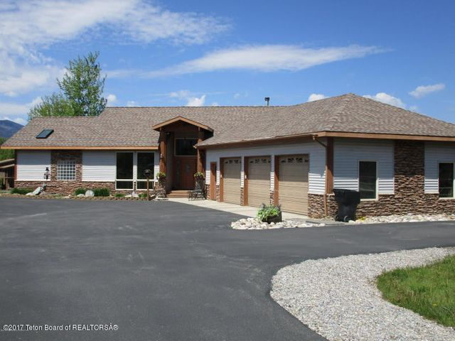 690 ALPINE VILLAGE LOOP, Alpine, WY 83128