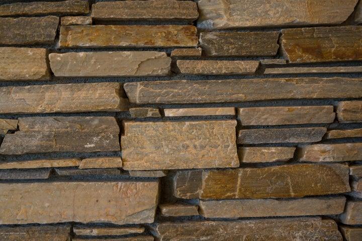 rock detail (1 of 1)