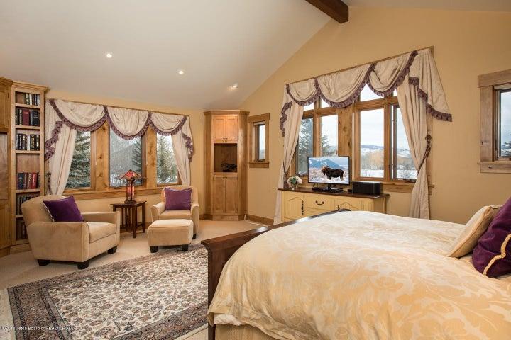 Guest Bedroom Stuite East