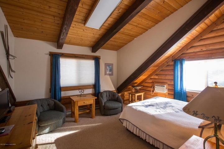 Bedroom 5 of 6
