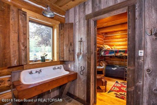 A Bunkroom Bath 1 100 dpi