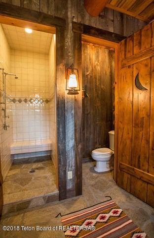 A Bunkroom Bath 2 100 dpi