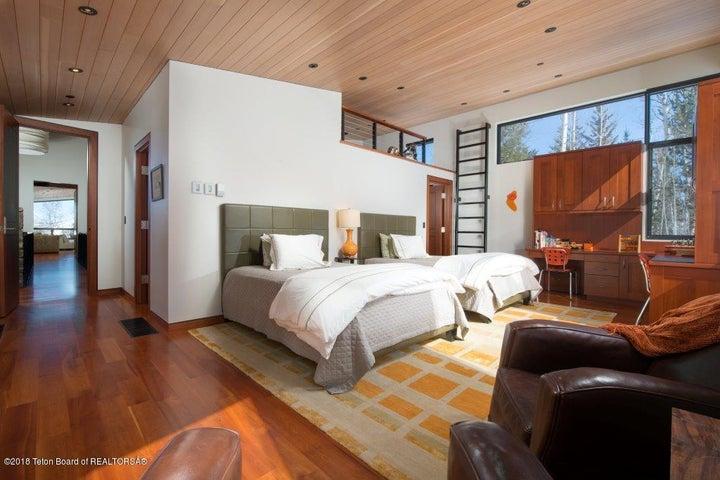 Guest Suite-main level w/ loft