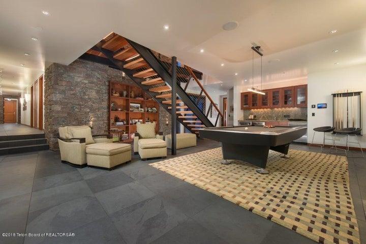 Billiards room/wetbar on lower level