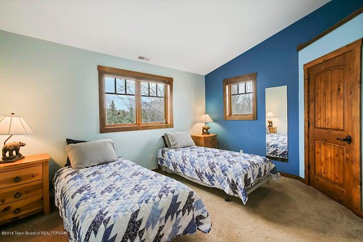 Kestrel Bedroom 4-1