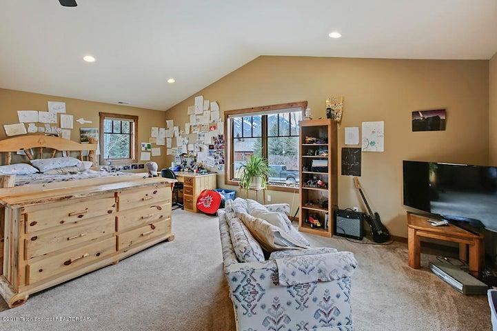 Kestrel Bedroom 5-2