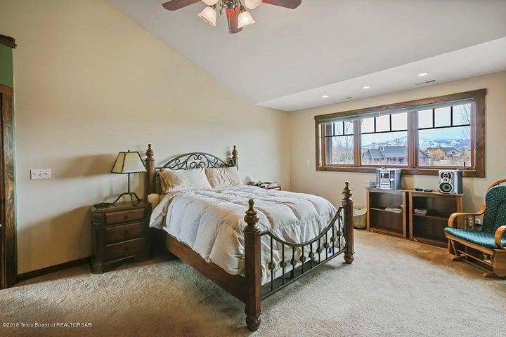 Kestrel Master Bed 1