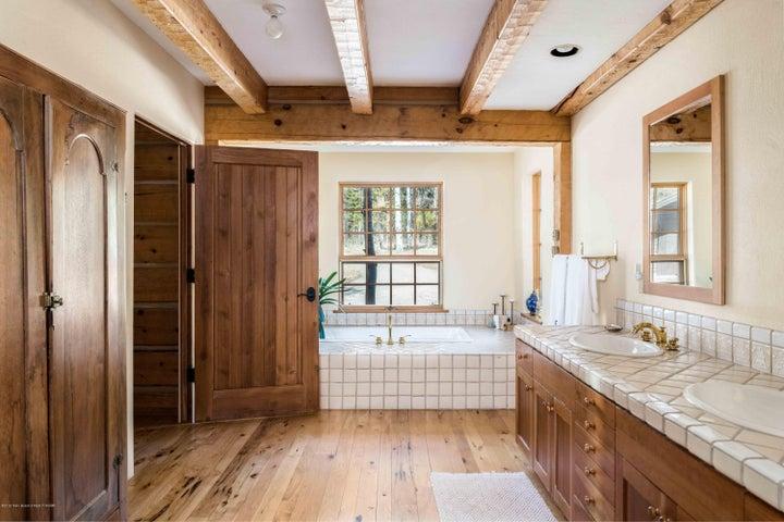 master suite bath 2