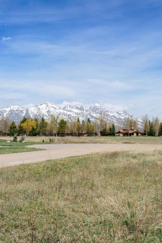 6330 N JUNEGRASS RD, Jackson, WY 83001