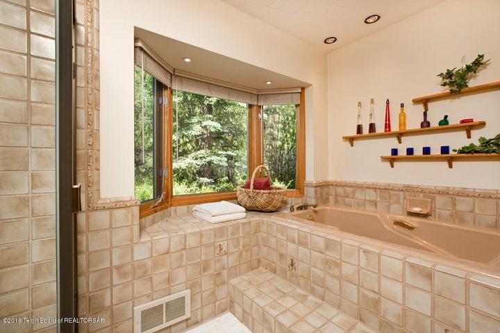 11 Master Bathroom Soacking Tub + Bay Wi