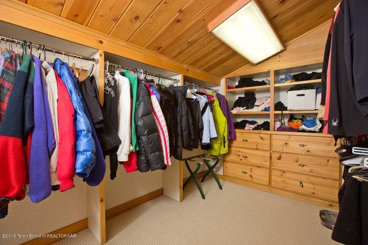 15 Walk-In Closet