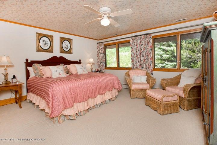 16 West-Facing Guest Bedroom