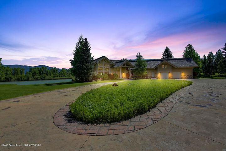 567 SNAKE RIVER RD, Swan Valley, ID 83449