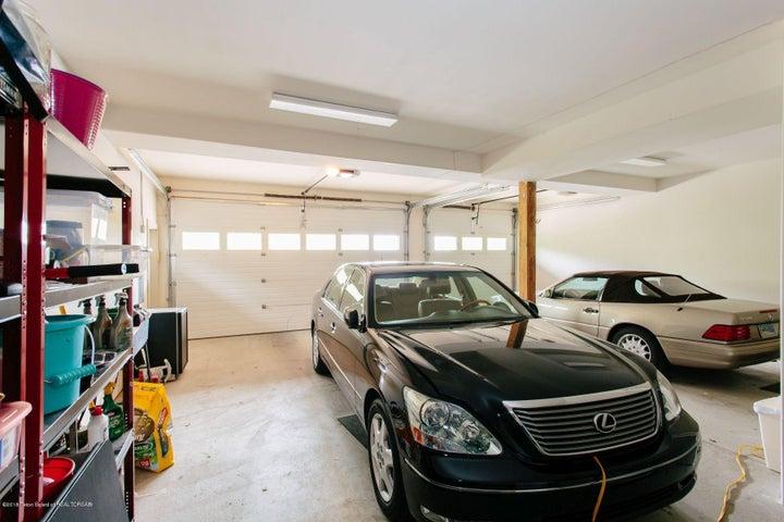 24 - Garage