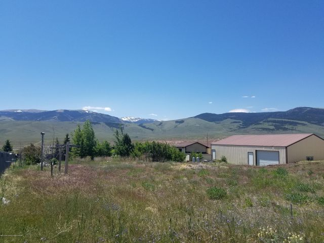 623 MOUNTAIN VIEW DR, Dubois, WY 82513