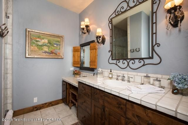 18. Guest Bath0x427)