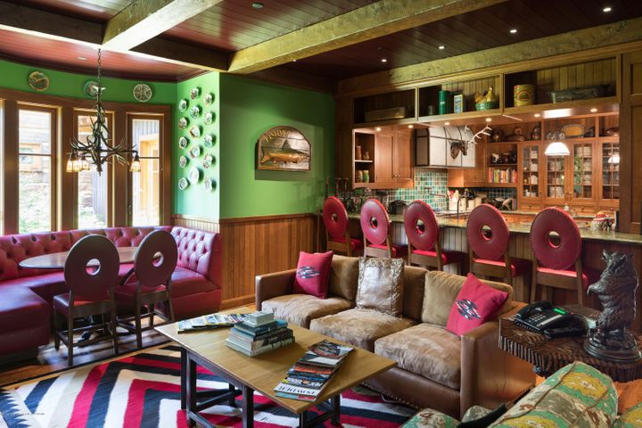 10. Sitting Area - Bar - Kitchen