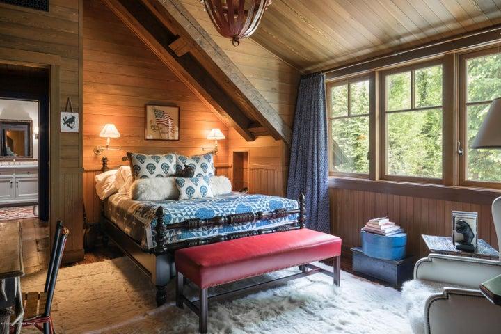 21. Upstairs Bedroom 2