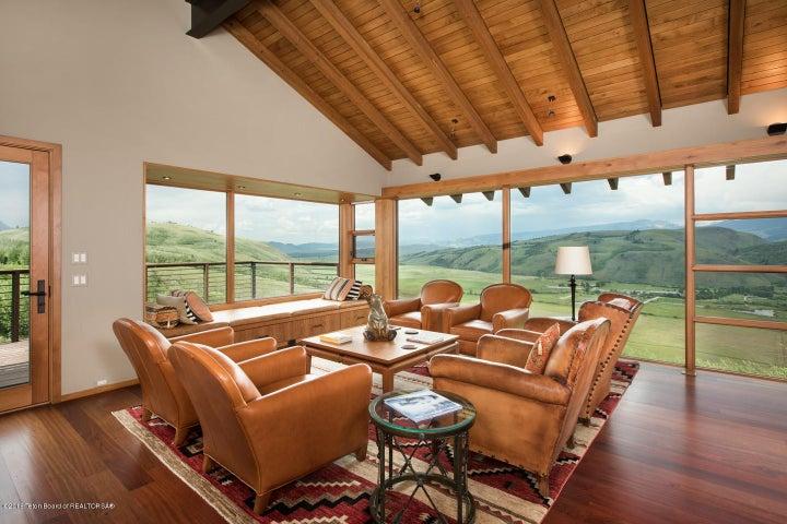 17-View Lounge