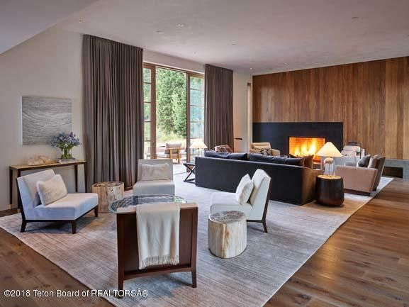 Great Space with Fireplace & Nano Doors