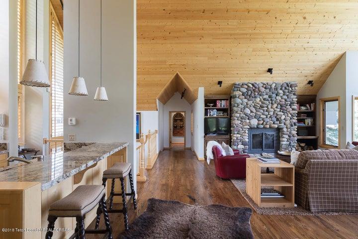 9-Living Room hallway