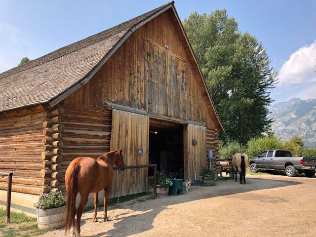 Lake Creek Ranch barn for owners