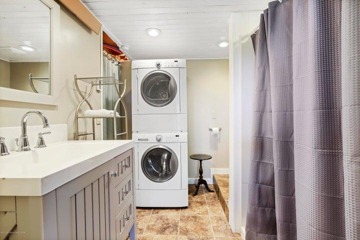 New Bathroom & Washer/Dryer