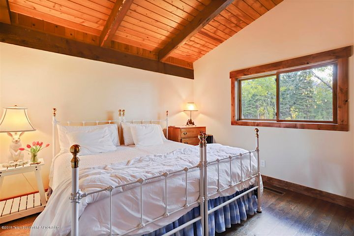 Guestroom with vaulted ceilings