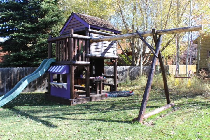 Negotiable play structure