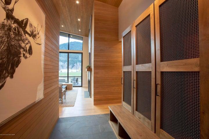 Fairway Lodge - Entry