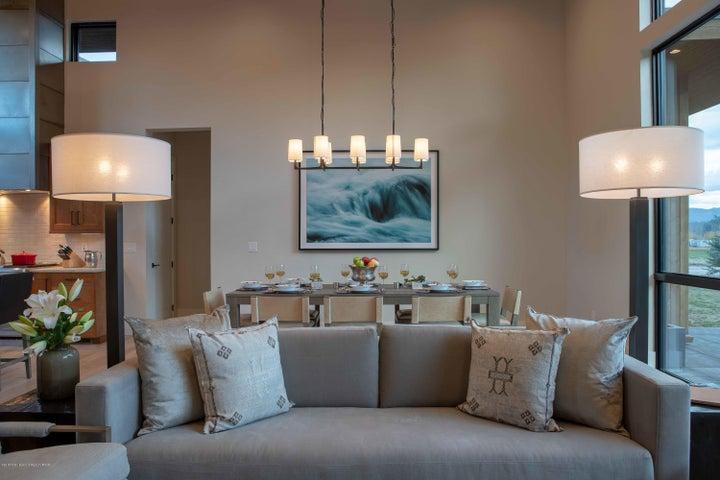 Fairway Lodge - Living Room (1)