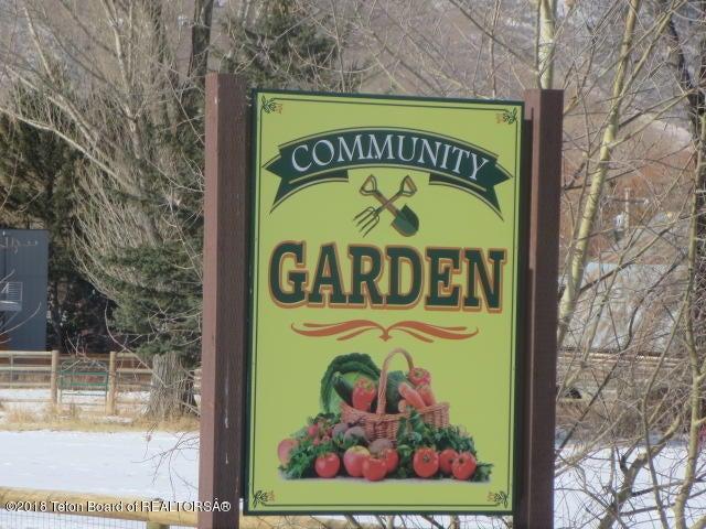 Community Garden 20 ' away