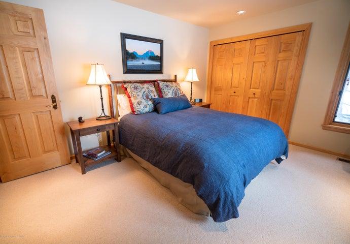 Guest Bedroom Mangelsen