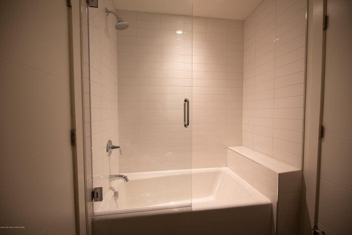Downstairs bathroom tub/shower