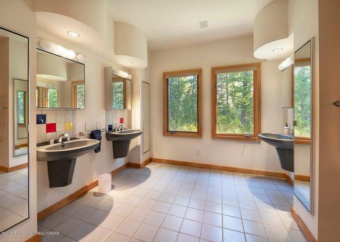 Bunk Bathroom 1