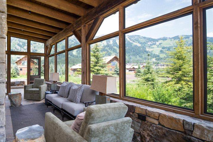 6 Screened in Porch