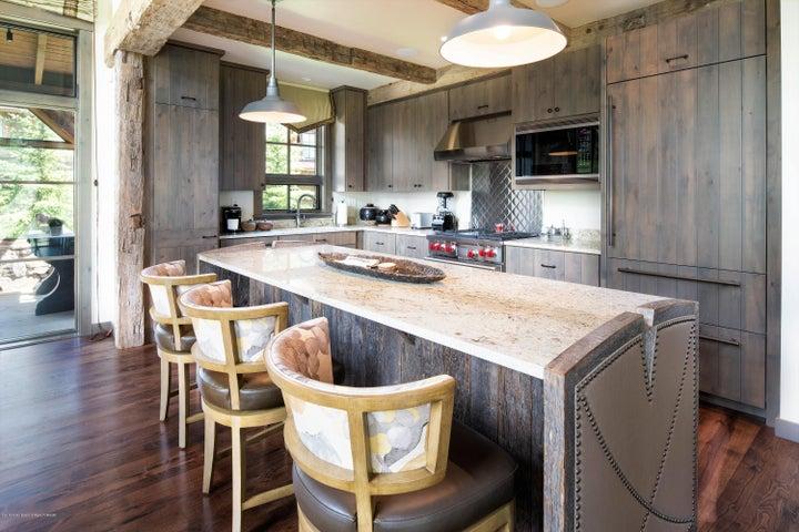 10 Kitchen and Breakfast Bar