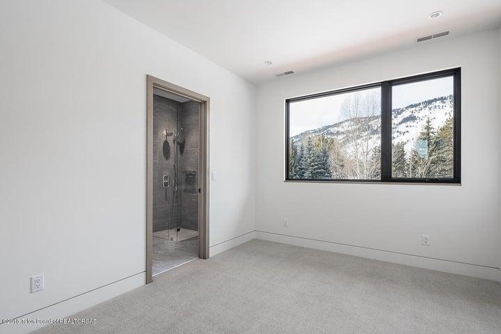 14 - Guest Bedroom 1