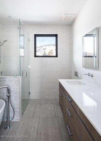 17 - Guest Bathroom 3