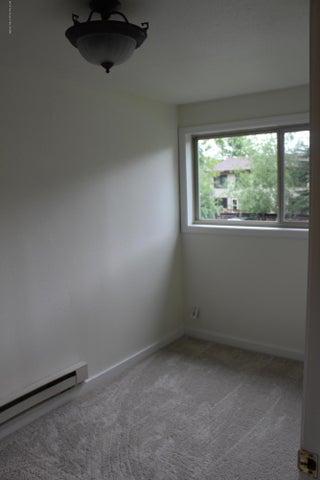 7-Bedroom2