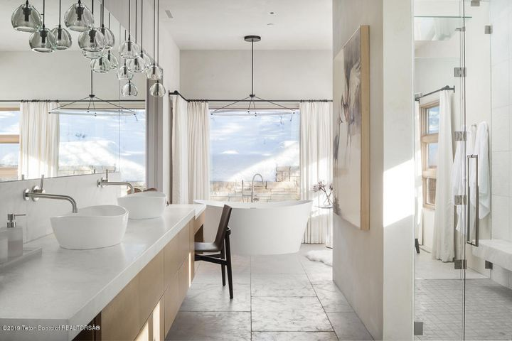 Winter White - Master Bath