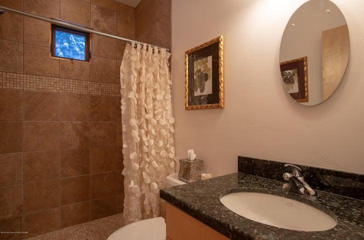 Bathroom / Powder room